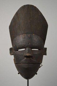 Striking mask exported from Nigeria during the Biafran War, late African Masks, African Art, African Sculptures, Art Premier, Art Sculpture, African Tribes, Masks Art, Indigenous Art, Aboriginal Art