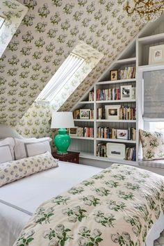 Here's How to Decorate With Green So It Actually Looks Chic Lime Green Bedrooms, Sage Green Bedroom, Green Rooms, Attic Bedrooms, Home Bedroom, Bedroom Decor, Bedroom Furniture, Furniture Ideas, Ikea Pax