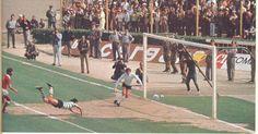 Héctor Yazalde scores vs Befica