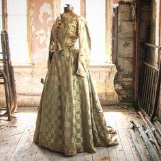 Just finished reading Gone With the Wind....Civil War Era dress in the shop now.  #civilwarera #antique #antiquefashion #antiquegown #fashion #historicalcostume #historicalfashion #marybethhale #etsy #etsyvintage #etsyshops #civilwar #1860s