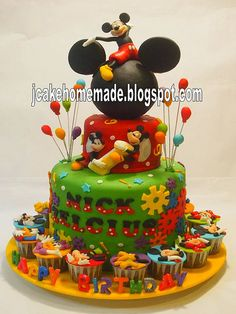Mickey Mouse birthday cake lol vaeh says oh thats awesome! But its so scribble scrabbly