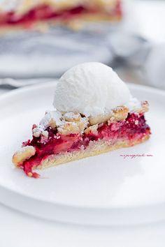 rhubarb and raspberry crumble cake Raspberry Crumble, Bakers Gonna Bake, Polish Recipes, Polish Food, Rhubarb Recipes, Pumpkin Spice Latte, Food Cakes, Pavlova, Cake Recipes