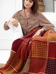 Knit up a beautiful Fall Colors Afghan blanket for the cool fall nights to come… Knitting Videos, Loom Knitting, Knitting Stitches, Knitting Projects, Knitting Patterns, Crochet Projects, Crochet Fall, Holiday Crochet, Knit Or Crochet