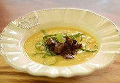 Caldo verde de batata baroa, couve e filet mignon do Emporium Eduardos