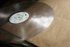Desde abril deste ano, no bairro do Cambuci, em SP, o selo Lombra Records oferece serviço de corte de discos de vinil por preços bem atraentes.