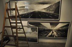 """Montagem da exposição """"Natureza Impermanente"""" de Kilian Glasner - Em Caixa Cultural SP"""