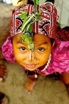 Nena de l'ètnia Kuna (indígenes de  Panama i Colòmbia).