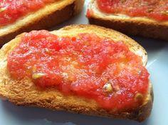 #Tostadas con #tomate. http://www.mis-recetas.org/recetas/show/37266-tostadas-con-tomate
