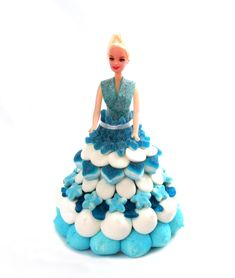 Poupée Robe Reine Des Neiges En Bonbons | MonGateauDeBonbons Frozen Birthday, Frozen Party, Birthday Cake, Barbie Cake, Barbie Party, Goodie Basket, Marshmallow Cake, Sweetarts, Wedding Doll
