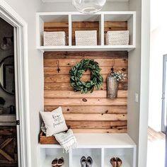 20 tips will help you improve the environment in your bedroom Entryway Shelf, Entryway Decor, Bedroom Decor, Entry Bench, Entrance Decor, Foyer, Farmhouse Homes, Farmhouse Decor, Farmhouse Style