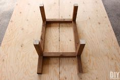 Frame with wood pieces at intersections Adirondack Chair Plans, Outdoor Furniture Plans, Wood Furniture, Furniture Ideas, Outdoor Bar Table, Table Bar, Woodworking Projects Diy, Diy Wood Projects, Backyard Projects