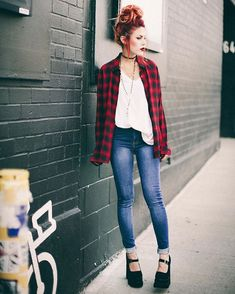 Le Happy wearing The Kooples plaid shirt and Frankie jeans Grunge Look, Mode Grunge, Style Grunge, 90s Grunge, Grunge Girl, Grunge Outfits, Trendy Outfits, Fall Outfits, Outfits For Teens