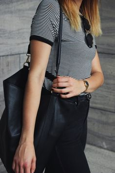 Elisa from www.schwarzersamt.com is wearing a striped shirt from New Look, a high waist Weekday Jeans, a one shoulder bag in black and isabel marant lookalike sandals. The black and golden sunnies vom H&M and a casio watch lookalike from NewLook.