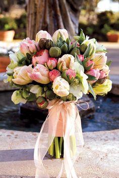 Tulipanes, una de mis #flores favoritas para un #bouquet de #novia www.fleursfrance.com
