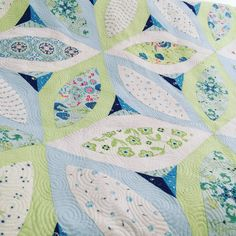 Enchanted Garden Pattern by @quiltjane  #Manderleyfabrics #frannyandjane #showmethemoda #applique #yseams #babyblockquilts #patchwork #quilting