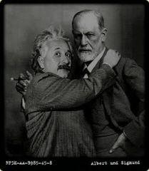 In dem Buch kommt es zu einem brieflichen Austausch von Gedanken zwischen Sigmund Freud und Albert Einstein. Diese Briefe wurden geschrieben im Jahre 1932, daher geht es um die Ursachen des Krieges...