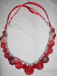 Tutorial (basic): Button & Ribbon Necklace must try! find #diyjewelrysupplies at www.eCrafty.com