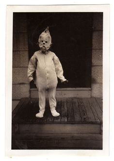 Halloween 100 years ago ? They know how to do it.