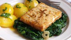 Filet z aljašské tresky na másle, baby špenát | Vaření s Tomem Fish And Seafood, Sushi, Food And Drink, Meat, Chicken, Cooking, Recipes, Google, Kitchen