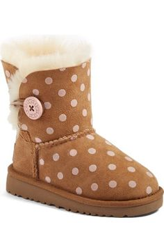 A favorite short boot with super-cozy shearling...