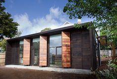 ARKit's prefabricated wall panels made even this addition to an historic home on a small site painless. These interlocking panels with integral insulation and wood or plaster interiors are precisely crafted for high performance. Using often undervalued short lengths of timber, in this case red cedar, the sustainably sourced lumber also is inherently pest and …