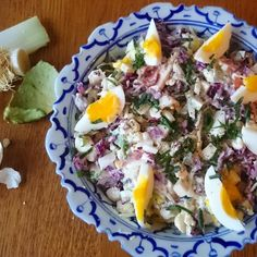 Salt i grøten Cobb Salad, Eggs, Breakfast, Food, Creative, Morning Coffee, Egg, Meals, Yemek