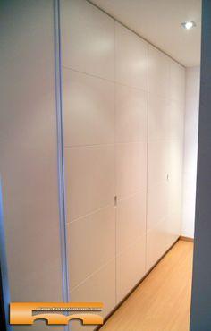 armario empotrado lacado sin tirador con Pico de Gorrion. Diseño vista gral