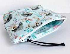 Hobo Shoulder Bag Tutorial & Pattern ~ Free-Tutorial.net Zip Pouch Tutorial, Clutch Tutorial, Diy Tutorial, Zipper Bags, Zipper Pouch, Drawstring Pouch, Sewing Labels, Sewing Tutorials, Bag Tutorials