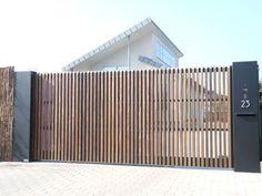 Wondrous Tricks: Fence Landscaping Concrete bamboo fence with plants.Black Split… Wondrous Tricks: Fence Landscaping Concrete bamboo fence with plants. Front Yard Fence, Front Gates, Entrance Gates, Low Fence, Tor Design, Fence Design, Driveway Gate, Fence Gate, Rail Fence