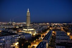 Le Havre de nuit http://www.tourisme.fr/1795/office-de-tourisme-le-havre-cedex.htm Crédit : Hilke_Maunder