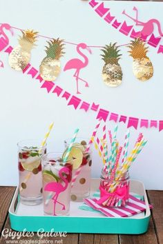 DIY Party Ideen l Pineapple Flamingo Banner Pink Flamingo Party, Flamingo Baby Shower, Flamingo Birthday, Aloha Party, Tiki Party, Luau Party, Party Box, Party Time, Diy Party Dekoration