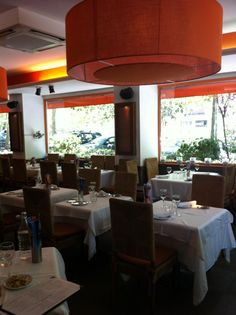 Detalle de nuestro salón Bar, Table, Furniture, Home Decor, Oblivion, Restaurants, Decoration Home, Room Decor, Tables