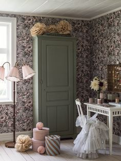 Boråstapeter and Newbie collaborated to produce the gorgeous Rosie wallpaper with its repeating pattern of beautiful roses in full bloom.  Wallpaper Direct, Wallpaper Samples, Wallpaper Roll, Pattern Wallpaper, Grey And Purple Wallpaper, Swedish Wallpaper, Create A Fairy, Nursery Wallpaper, Nursery Inspiration