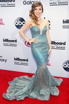 Another fave of mine among the gowns on display today at 2015 BBMAs red carpet: Jennette McCurdy