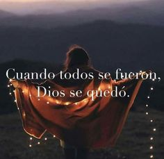 Sólo Dios basta! Gods Not Dead, God Bless You, God Loves Me, King Of Kings, Quotes En Espanol, Quotes About God, Dear God, God Is Good, Christian Quotes