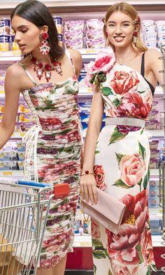 Dolce & Gabbana F/W Coll' Pleated floral shift fitted dress ruffles riche pleats summer wedding Moda Fashion, Runway Fashion, Fashion Show, Fashion Looks, Womens Fashion, Fashion Design, Cute Summer Dresses, Day Dresses, Short Dresses