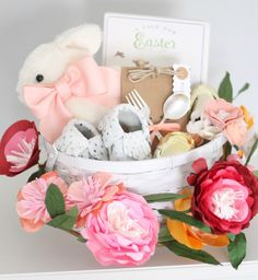 Baby's First Easter Basket – Easter – Babys erster Osterkorb – Ostern – Baby's First Easter Basket, Easter Gift Baskets, Easter Outfit For Girls, Easter Crafts, Easter Ideas, Bunny Crafts, Easter Decor, Easter Bunny, Hoppy Easter