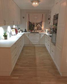 Narrow U-shaped kitchen. Beach House Kitchens, Condo Kitchen, Kitchen Room Design, Modern Kitchen Design, Interior Design Kitchen, New Kitchen, Home Kitchens, Kitchen Remodel, U Shaped Kitchen