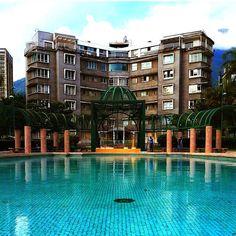 Edificio Altamira, Archivo Memoria Urbana de Caracas, frente a Plaza Altamira, una bonita simetría. Venezuela