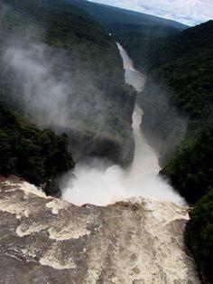 Salto Eutobarima en el río Caroní