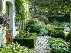 Dina Deferme garden in August