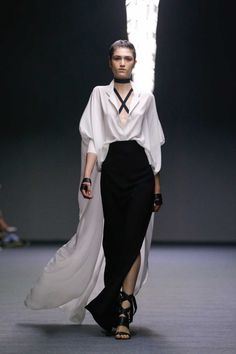 Carla Zampatti Ready-To-Wear S/S gallery - Vogue Australia Love Fashion, Runway Fashion, High Fashion, Fashion Show, Fashion Looks, Womens Fashion, Fashion Design, Fashion Black, Carla Zampatti