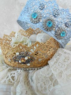 Lace Crowns -- Quick Microwave Method. Takes less than an hour, kid DIY craft, homemade crafts with kids, last minute costume ideas, purim costume idea, DIY king and queen, princess, prince, disney costume idea