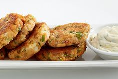Lemon Pepper Salmon Cakes With Herbed Garlic Mayo—A zesty mayo adds zip to these moist, mouthwatering cakes. You can use canned tuna, shrimp, crab or cups flaked cooked fish instead of the salmon. Fish Cakes Recipe, Fish Recipes, Salmon Flakes Recipe, Canned Salmon Cakes, Sockeye Salmon Recipes, Lemon Pepper Salmon, Garlic Mayo, Fish Dishes, Turkey Time