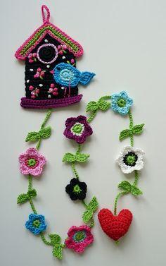 No pattern, but I love the idea! So sweet for a girl's room. Too many cute bird crochet ideas. Crochet Birds, Love Crochet, Crochet Motif, Crochet Flowers, Crochet Baby, Knit Crochet, Crochet Patterns, Crochet Ideas, Crochet Home