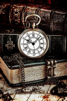 Protein To Build Muscle, Old Keys, Wallpaper Quotes, Old And New, Antique Furniture, Vintage Posters, Clocks, Pocket Watch, Scrap
