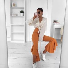 I am all about the colour of these @missyempire trousers & of course the frills