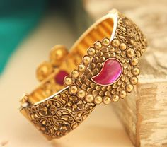 Tips On Choosing Beautiful Jewelry To Enhance Your Personal Style. If you just received a piece of jewelry from an inheritance or as a gift, or you just bought a piece on your own, you probably want to know more about jewe Gold Bangles Design, Gold Jewellery Design, Gold Jewelry, Jewelery, Jewelry Bracelets, Fine Jewelry, Fashion Jewellery, India Jewelry, Stylish Jewelry