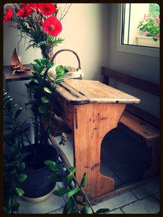 Bureau d'écolier vintage, entièrement poncé et décapé... ambiance maison de campagne !