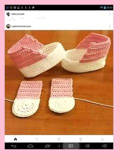 Crochet Beaded Baby Sandals Free Pattern & Video – Baby Free… – Baby For look here Crochet Cowboy Boots, Crochet Baby Boots, Crochet Baby Sandals, Knit Baby Booties, Booties Crochet, Crochet Bebe, Crochet Baby Clothes, Crochet Slippers, Free Crochet